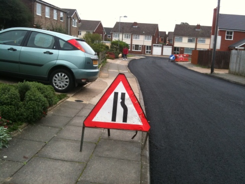 Sign for motorists obstructs the pavement